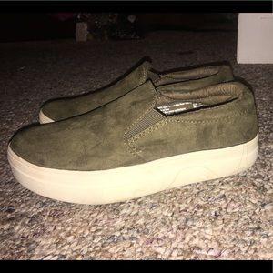 Slip on sneakers 👟